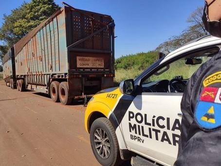 Carreta e semi-reboques carregados com cana são furtados. Os semi-reboques foram recuperados