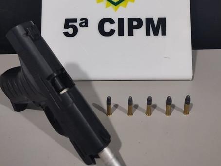 Rapaz de 20 anos é preso pela PM em São Tomé com simulacro de arma e munições calibre .22