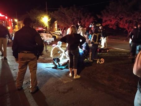 Colisão entre carro e moto deixa dois adolescente em estado grave na Av. Ilha do Mel em Cianorte
