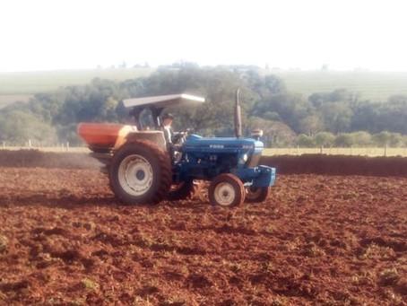 Trator é furtado de propriedade rural próximo ao Distrito de São Lourenço