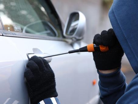 Fiat Uno é furtado no estacionamento da Avenorte enquanto vítima trabalhava
