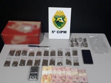 Jovem de 20 anos é preso no Jd. Aeroporto I acusado de tráfico de drogas