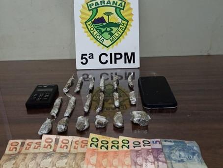 Após denúncia, PM de Terra Boa prende motorista com maconha, máquina de cartão e dinheiro