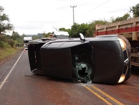 Policiais rodoviários vão atender acidente e se deparam com 950Kg de maconha espalhados na pista