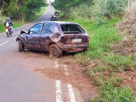 Mulher fica ferida ao colidir na lateral de caminhão durante ultrapassagem próximo a São Tomé