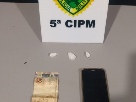 Polícia Militar prende rapaz de 22 anos acusado de tráfico de drogas em São Tomé