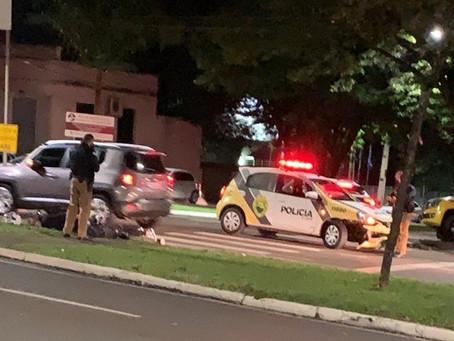 Motociclista e passageira se envolvem em acidente com viatura durante perseguição policial