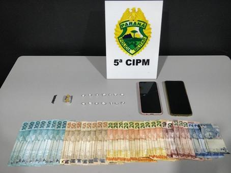 Casal é preso com 15 pedras de crack e mais de R$1.500,00 pela PM de Cianorte