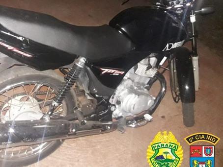 Vítima faz buscas e localiza motocicleta furtada abandonada em barracão em São Tomé