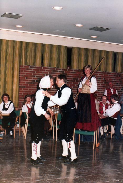 Martin_og_Rolf,_10-årsjubileum_1985.png