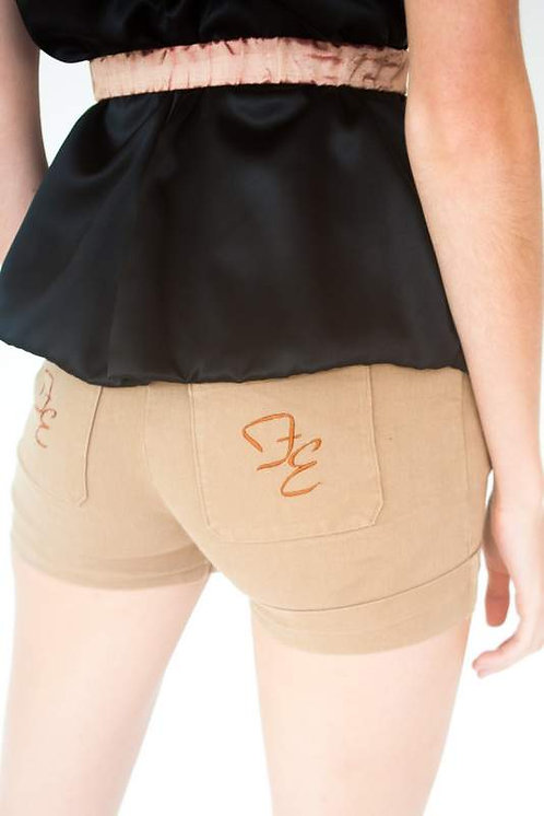 Comfortable Khaki Shorts w. Front & Back Pockets