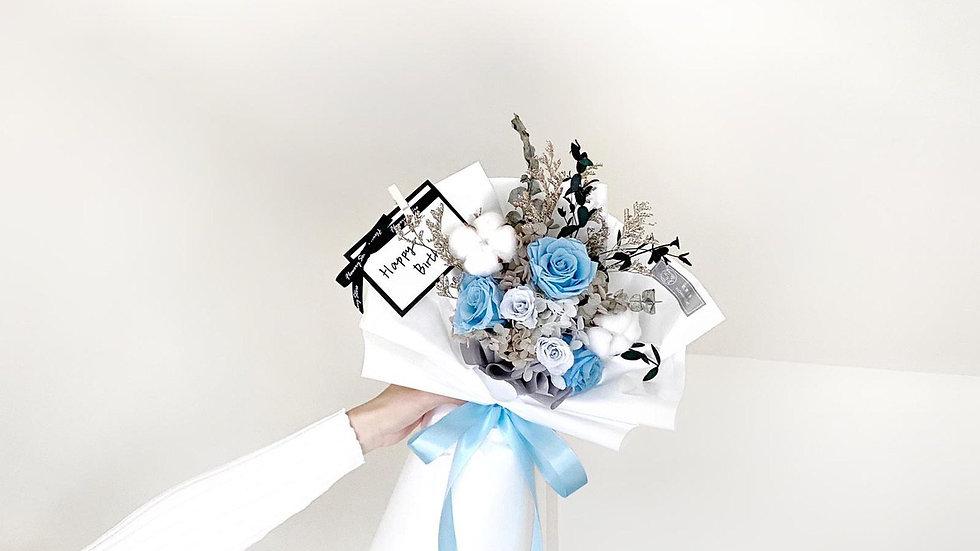 簡約藍色白花紙花束