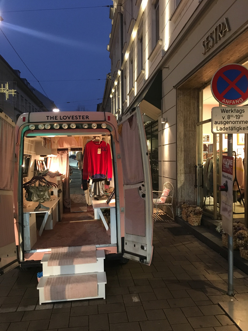 SHOPPING EVENT BY NIGHT