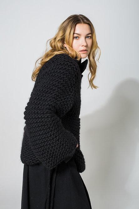 maglione nero vista laterale