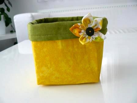 žlutá krabička