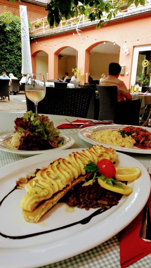 Klaushausen Ferienwohnungen in Überlingen am Bodensee besucht das Gasthaus Ochsen