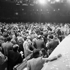 """Brasília, 1988. Última sessão da Assembleia Nacional Constituinte, na Câmara dos Deputados. A nova Constituição, apelidada de """"Constituição Cidadã"""", foi promulgada em outubro daquele ano. Fonte: André Dusek/ Estadão AE."""