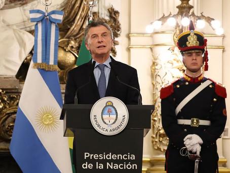 """Miles de intelectuales le reclaman a Macri que """"respete la democracia"""""""