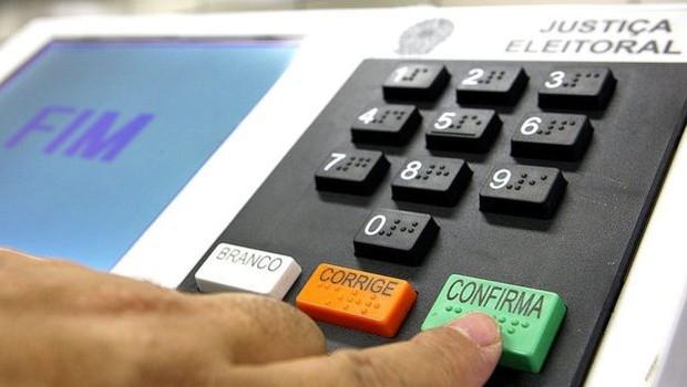 Legitimidade democrática e urna eletrônica: aperte a tecla verde, CONFIRMA