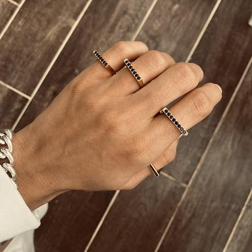 טבעת קו משובצת