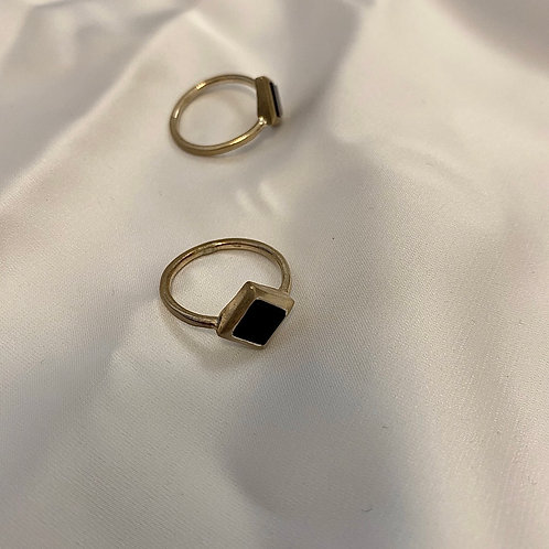 טבעת ריבוע שחור