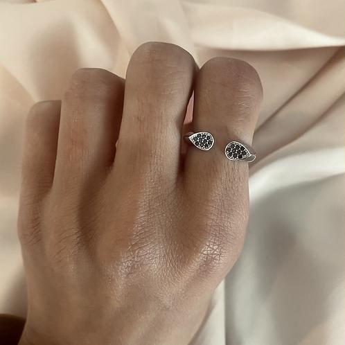 טבעת משובצת זרקון שחור פתוחה
