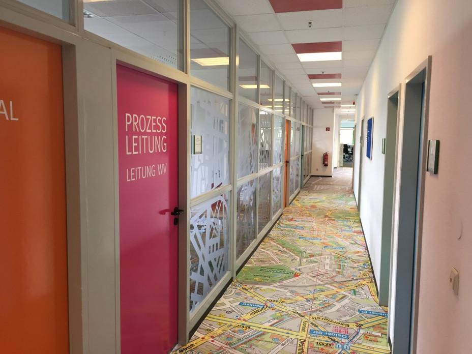 Wand- & Bodendesign für Büroflur
