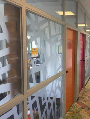 Büroflur Glaswand