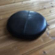 本革の円形レザー座布団クッショントップ画像(ブラック)