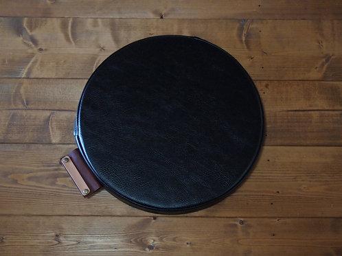 【名入れ、プレゼント用】円形座布団クッション(PVCレザー/一部本革)(ブラック)