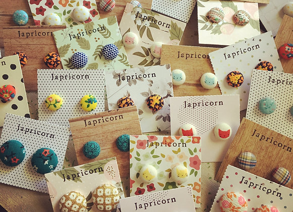 Fabric button studs