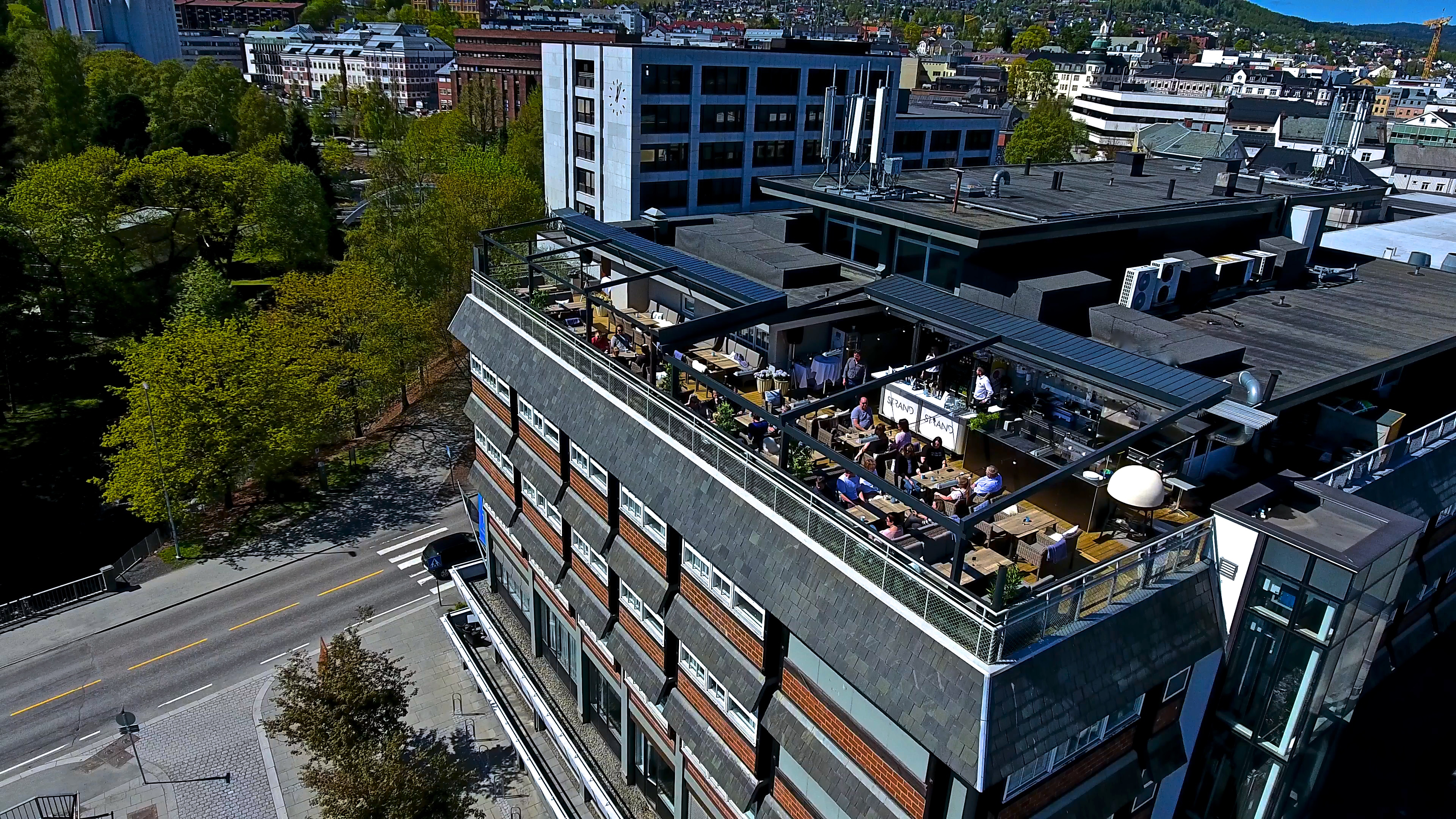 Rooftop-terrace-drone9-blue-sky-quality-hotel-strand