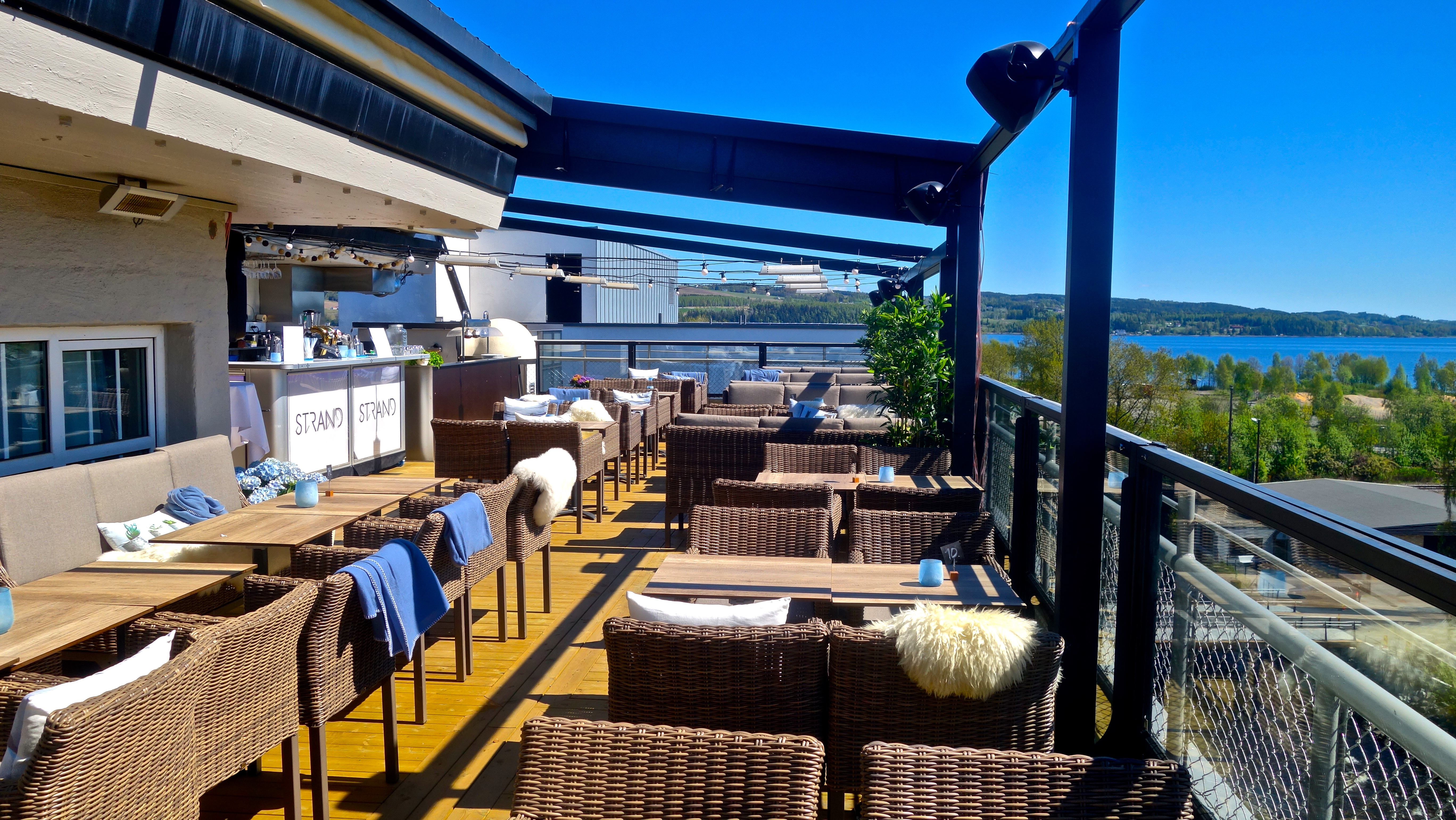 Rooftop-terrace-Cafepi-Pitaket-sitting-Bar-quality-hotel-strand