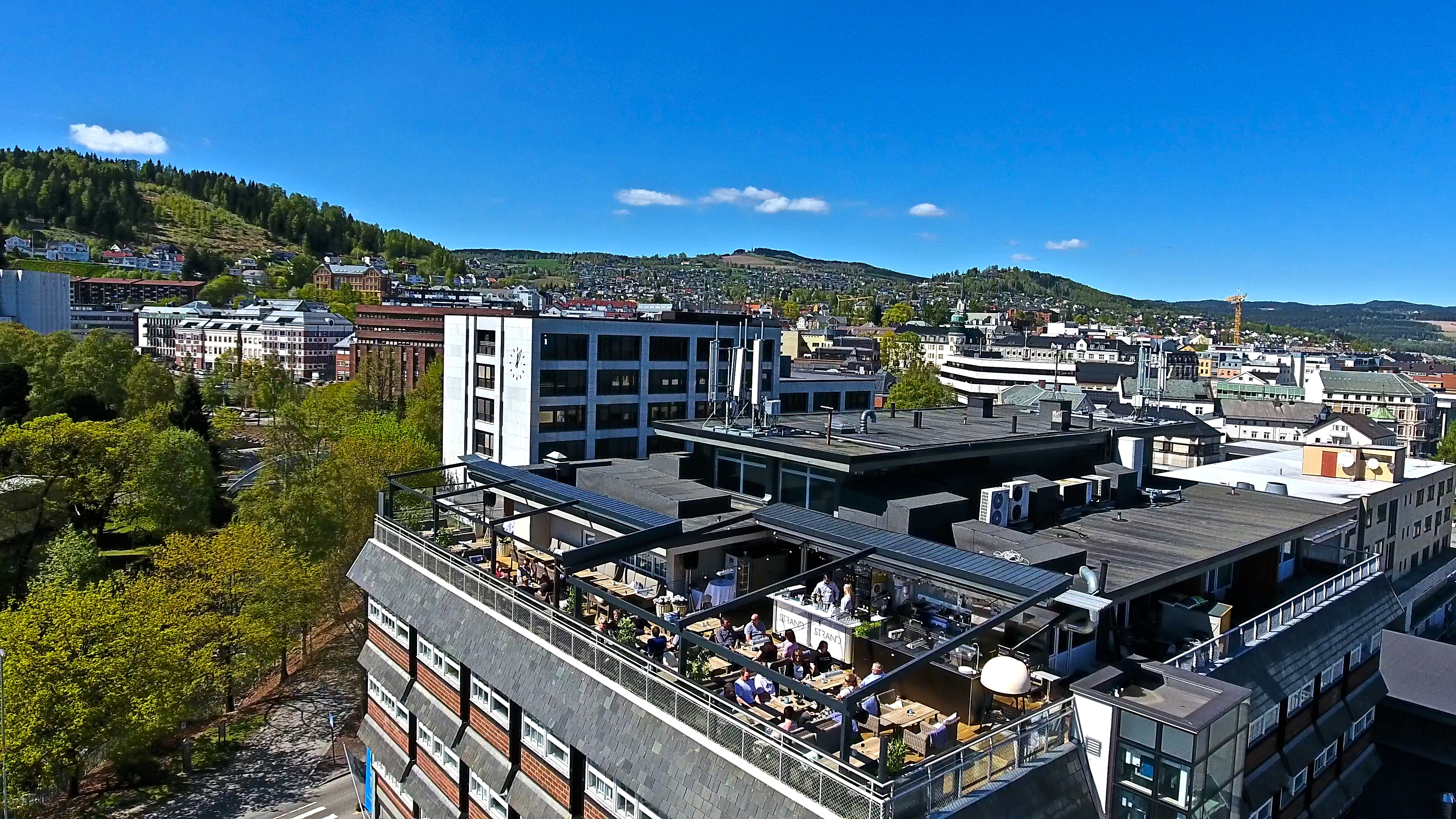 Rooftop-terrace-drone6-blue-sky-quality-hotel-strand