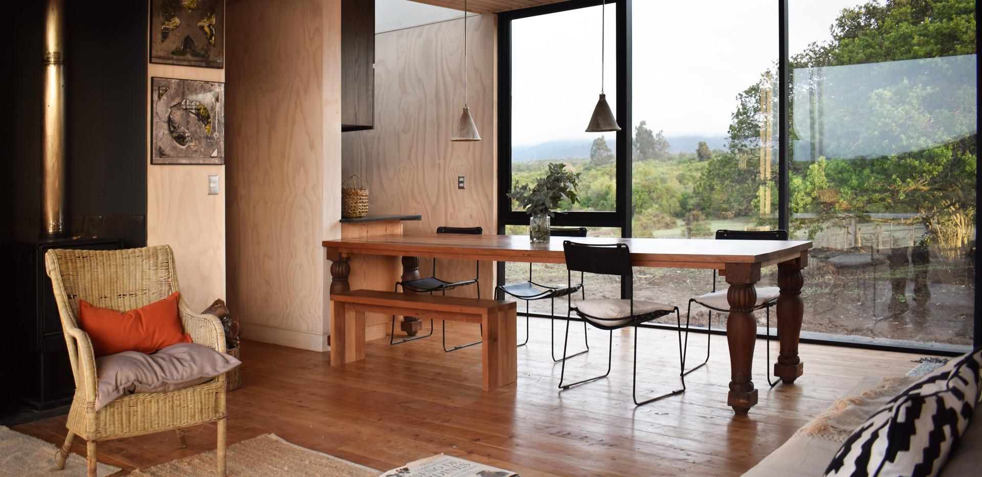 Interior, living y comedor.