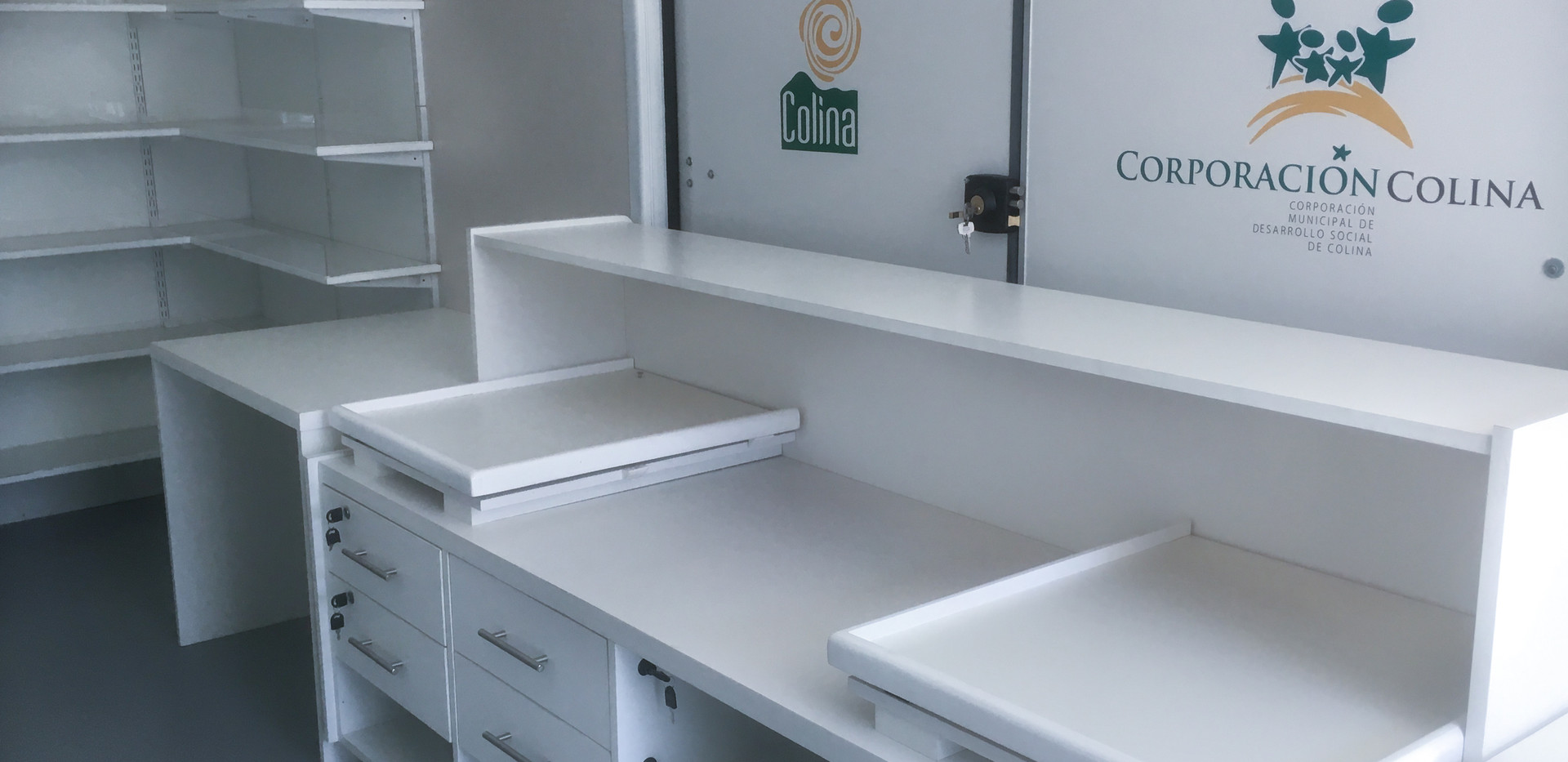 interior farmacia movil.jpg