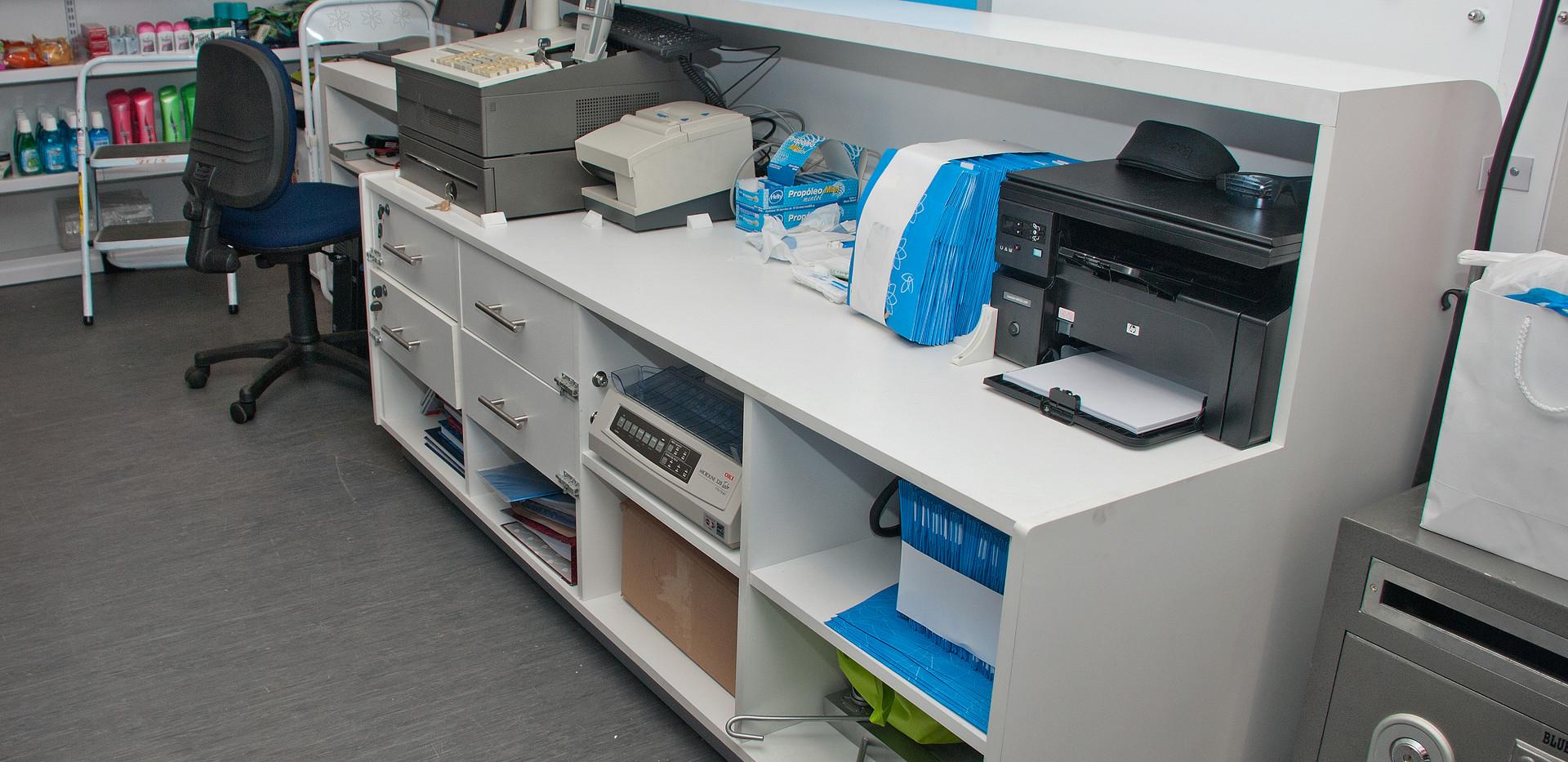 moviliario farmacia movil salcobrand.jpg