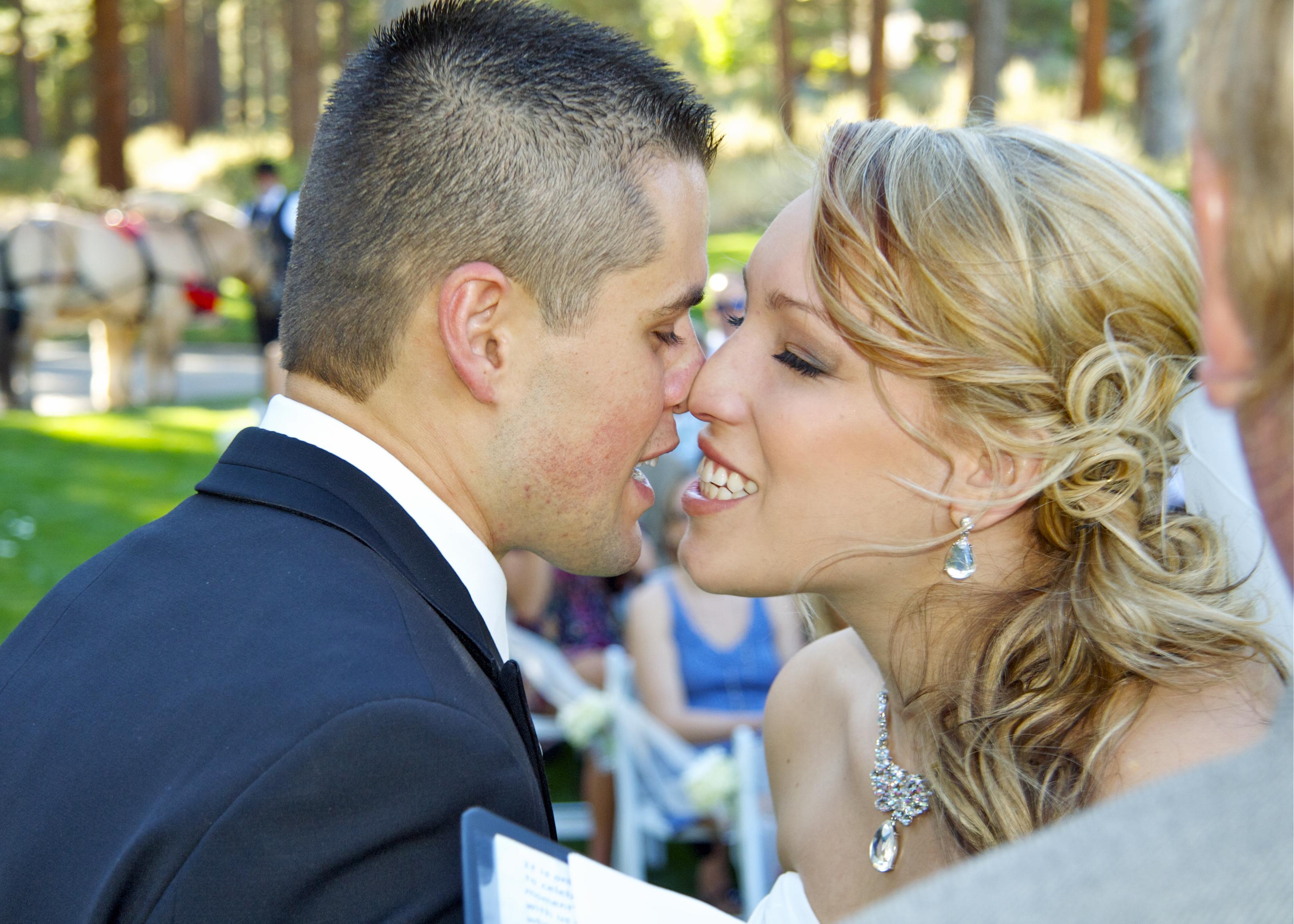 Wedding Photographer Kiss 206