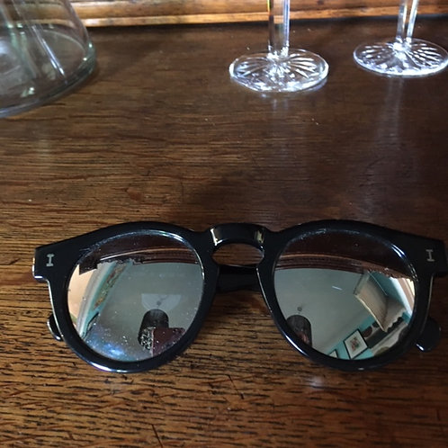 illesteva Black Frame Sunglasses