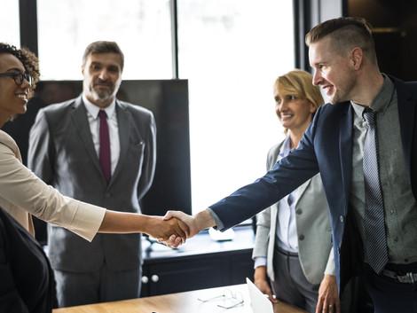 O dever de comunicação e informação e os contratos de adesão