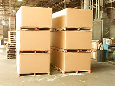 Combination of Corrugated Boxes and Wooden Pallets