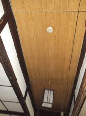 廊下も石膏ボードで覆っています。