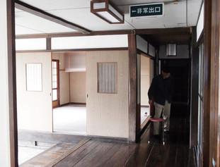 平成の復元工事前の玄関と帳場