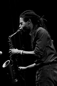 monochrome-photo-of-man-playing-saxophon