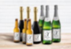 Diferentes botellas con etiquetas personalizables