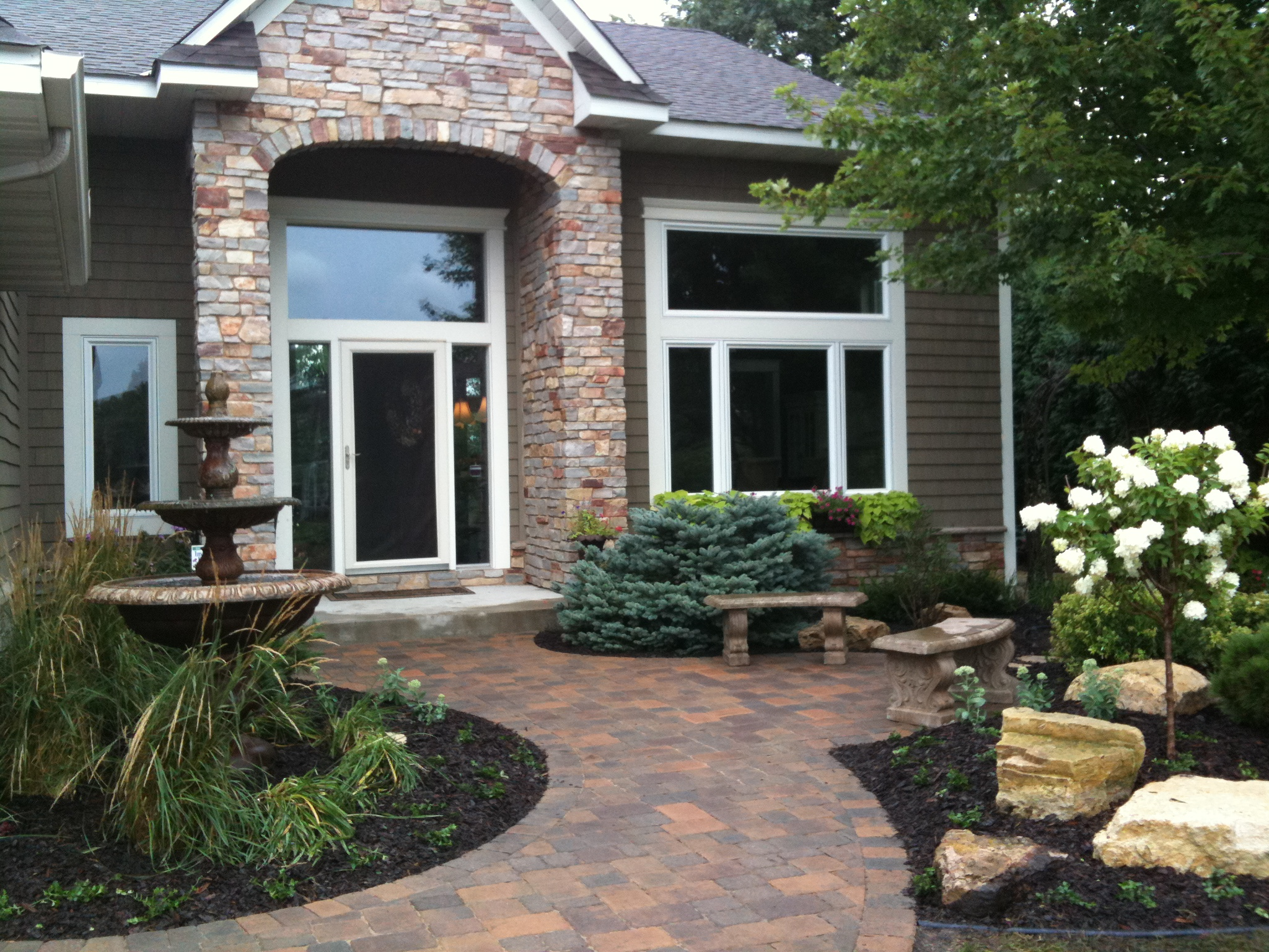 apple valley exterior design
