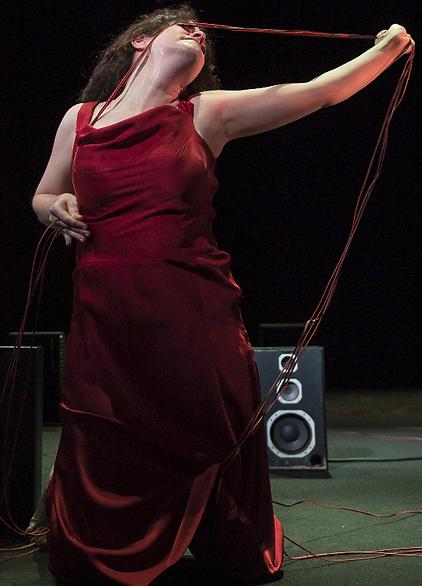Màrcia Citeró a Moro com a país de Dimitris Dimitriadis dirigida per Albert Arribas al TNC, Sala Tallers