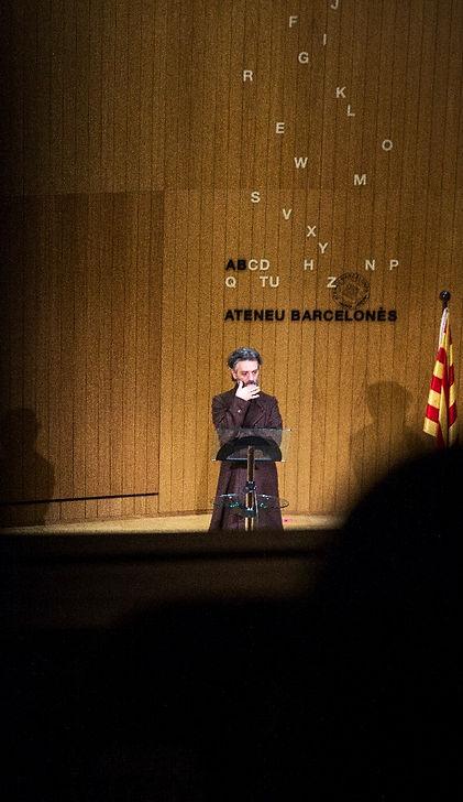 Roberto G. Alonso a Vergonya eterna d'Albert Arribas i Ferran Dordal a partir d'Àngel Guimerà a l'Ateneu Barcelonès