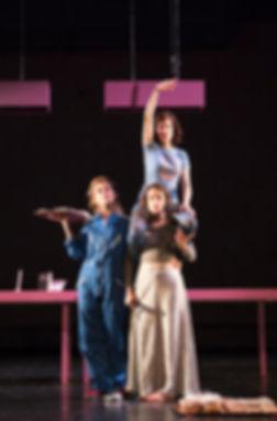 Antònia Jaume, Mònica Almirall i Marta Ossó a F.R.A.U. d'Albert Arribas a partir d'Albert Balasch al Merca de les Flors - Festival Grec