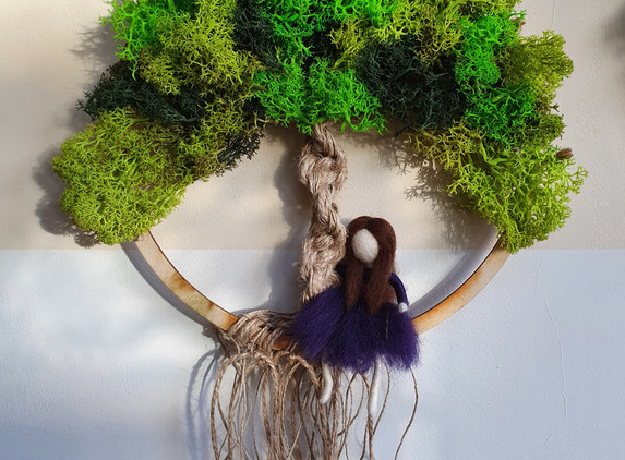 tree-of-life-with-reindeer-moss-and-needle-felted-girl-wall-decor-2